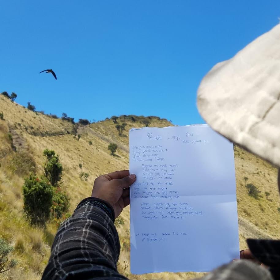menulis puisi - setyodewi.com 1